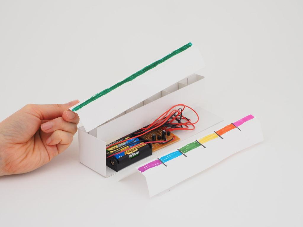 LEDの色を変えるための紙のはさみかた