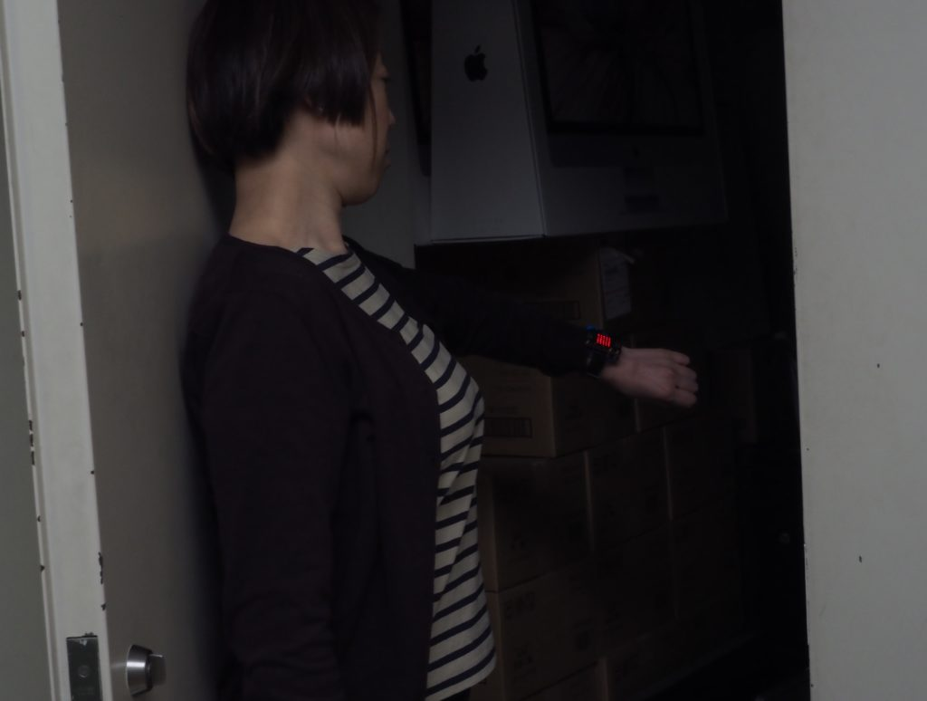暗い部屋に入ったら自動的にLEDが点灯する