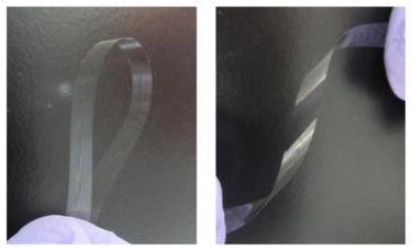 ねじって折り曲げることができる厚さ3μmの超薄板ガラス
