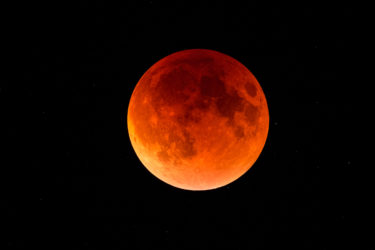 本日5月26日はスーパームーンの皆既月食!